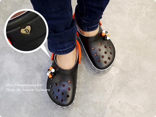 Drew Barrymore Crocs Crocband™ Chevron Clog ドリュー × クロックス クロックバンド シェブロン クロッグ トライバル柄着画