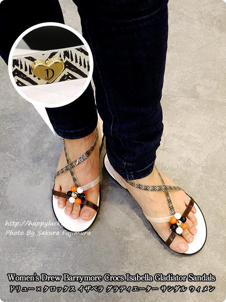 【crocsクロックス】Women's Drew Barrymore Crocs Isabella Gladiator Sandals ドリュー × クロックス イザベラ グラディエーター サンダル ウィメン トライバル柄サンダル着画