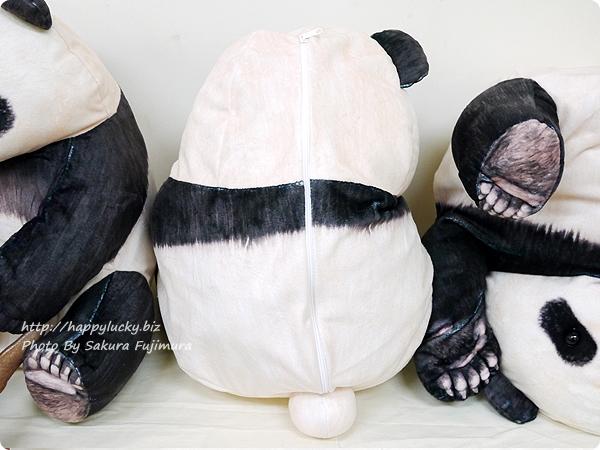 FELISSIMO(フェリシモ)「YOU+MORE! まるでパンダの幼稚園 いたずら子パンダクッションケースの会」 後ろ姿