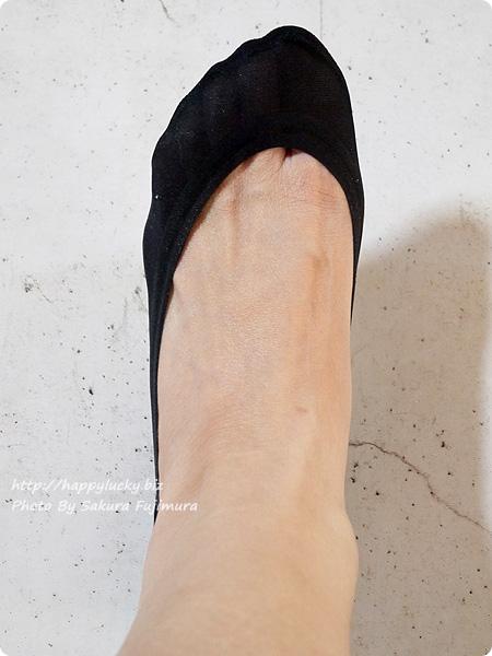 【100均キャンドゥ】足にフィット・脱げにくい シリコンフットカバー 浅履き ブラック 着画 全体