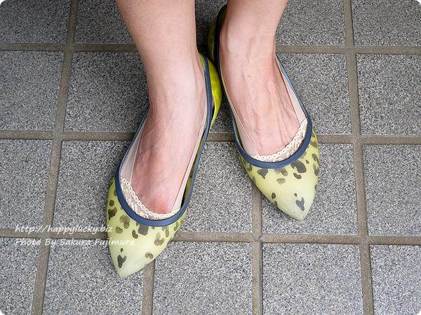 【100均キャンドゥ】足にフィット・脱げにくい シリコンフットカバー 爪先レース ベージュ 履いてみた着画