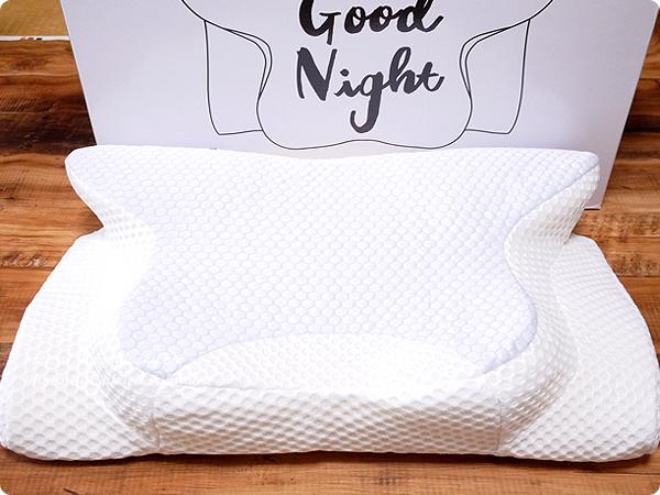 横向き寝専用枕【YOKONE2】 パッケージと枕 全体