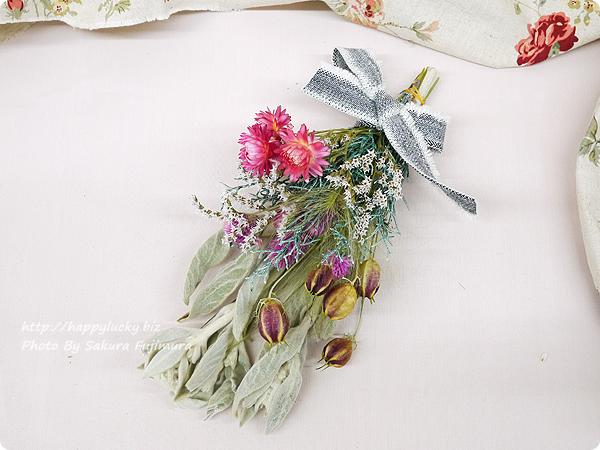 <日比谷花壇>クリスマス&お正月両方楽しめるクリスマス・お正月 2WAY手作りスワッグキット リボンを結んでクリスマススワッグ