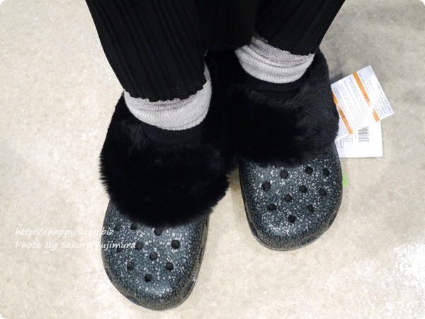 crocs クロックス Classic Mammoth Luxe Radiant Clog(クラシック マンモス ラックス ラディアント クロッグ)ブラックの着画