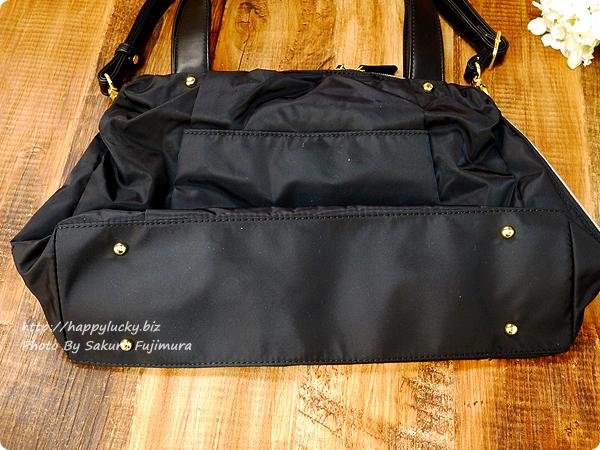 FELISSIMO(フェリシモ)IEDIT[イディット] 大きく開いて中が見やすい 軽やかきれいな大人ナイロンボストンバッグ〈ブラック〉 底は鋲付き