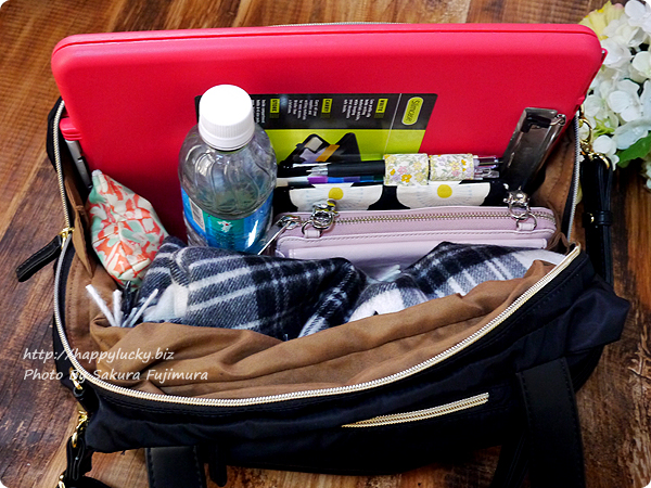 FELISSIMO(フェリシモ)イディット(IEDIT)「大きく開いて中が見やすい 軽やかきれいな大人ナイロンボストンバッグ」 畳めば小さくなってバッグの中にもすっぽり入る