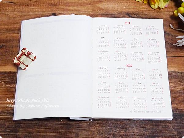 100円ショップ Seria(セリア)B6サイズ手帳「週間バーチカル見開き2019年1月はじまり」2019年2020年 年間スケジュール
