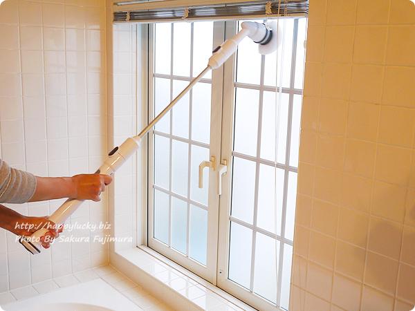 充電式風呂用電動回転ブラシ「ターボスクラブ」多目的ブラシで手の届かない窓の掃除