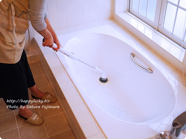 充電式風呂用電動回転ブラシ「ターボスクラブ」浴槽も立ったまま掃除