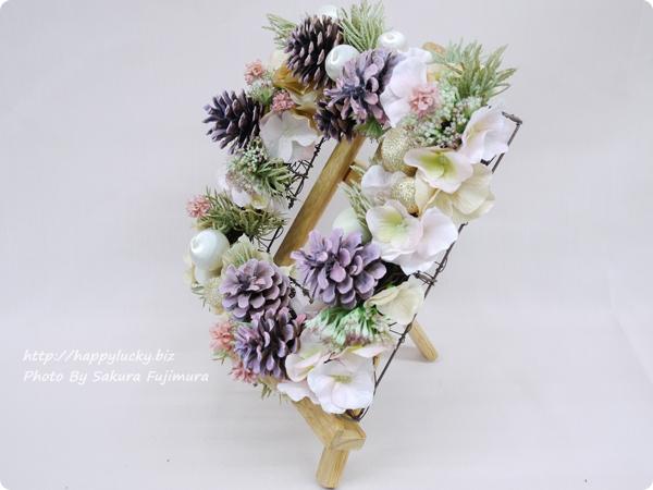日比谷花壇 クリスマス アーティフィシャルスクエアリース「テレッツァ」 イーゼルで飾るのもおしゃれ