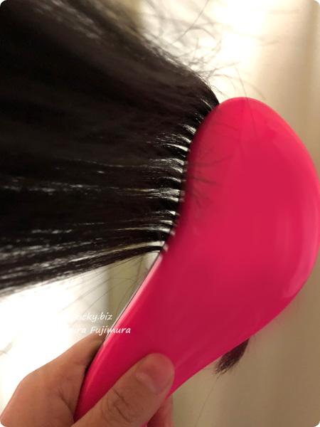 【100均・キャンドゥ】「絡みにくい!髪通りなめらか長短2段ヘアブラシ」髪がとかしやすい