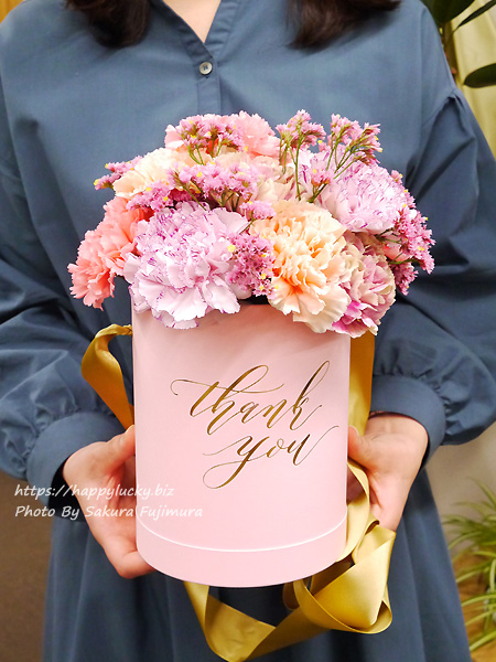 【日比谷花壇】母の日 メッセージフラワーボックス「レーヴ」サイズ感