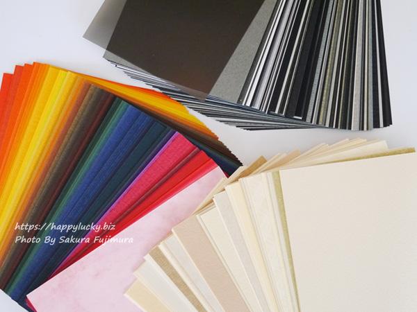 FELISSIMO(フェリシモ)『500色の色えんぴつ TOKYO SEEDS 紙の専門商社 竹尾が選ぶ 500種類の紙セットの会』ナチュラル<午前>、濃色<夕方>、黒・グレイ<夜>の紙の色味