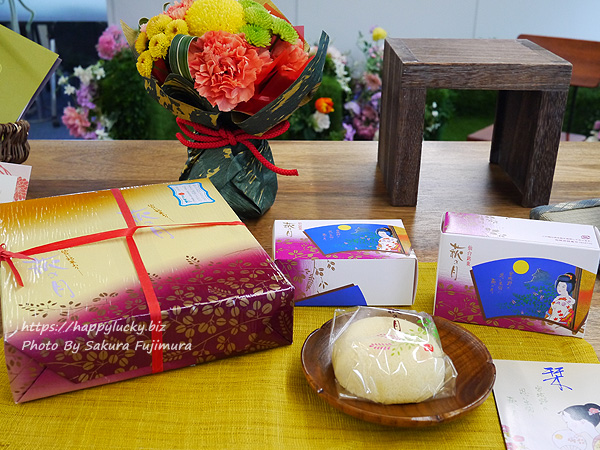 日比谷花壇 敬老の日 菓匠 三全「萩の月」とそのまま飾れるブーケのセット