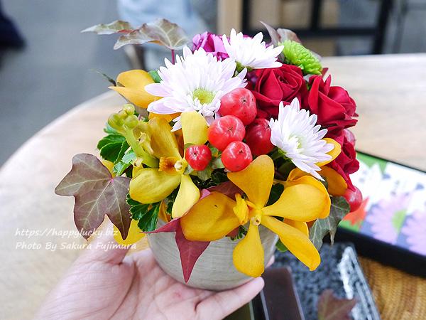 日比谷花壇 敬老の日 とらや「小形羊羹5本入」とアレンジメントのセットのお花アップ